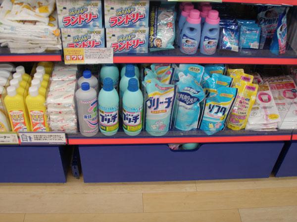 2010年8月1日 キャンドゥ 漂白剤の並び